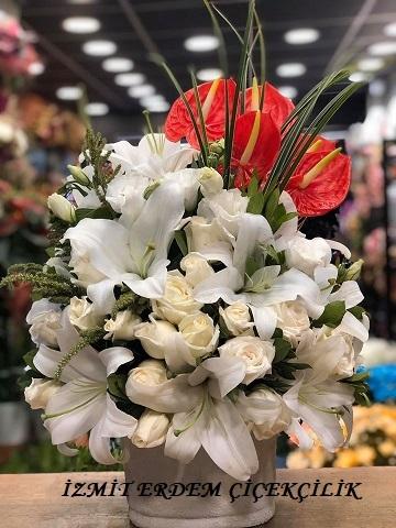 Vazoda Beyaz Güllü Lilyum